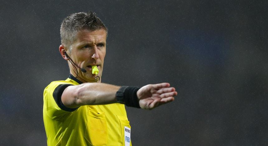 O árbitro italiano foi o escolhido para dirigir o jogo da Luz