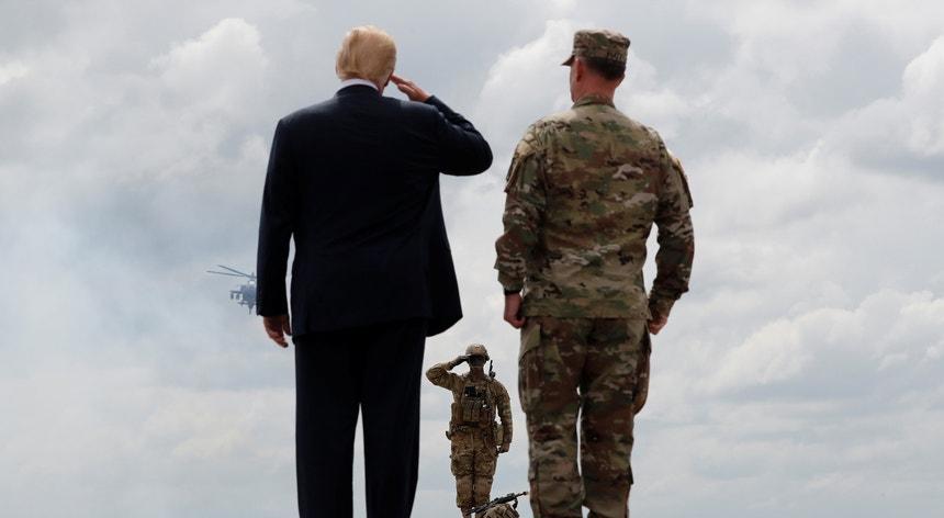 """""""Espero que não cheguemos a esse ponto, mas se algo acontecer nós teremos uma posição muito forte"""", afirmou Trump"""