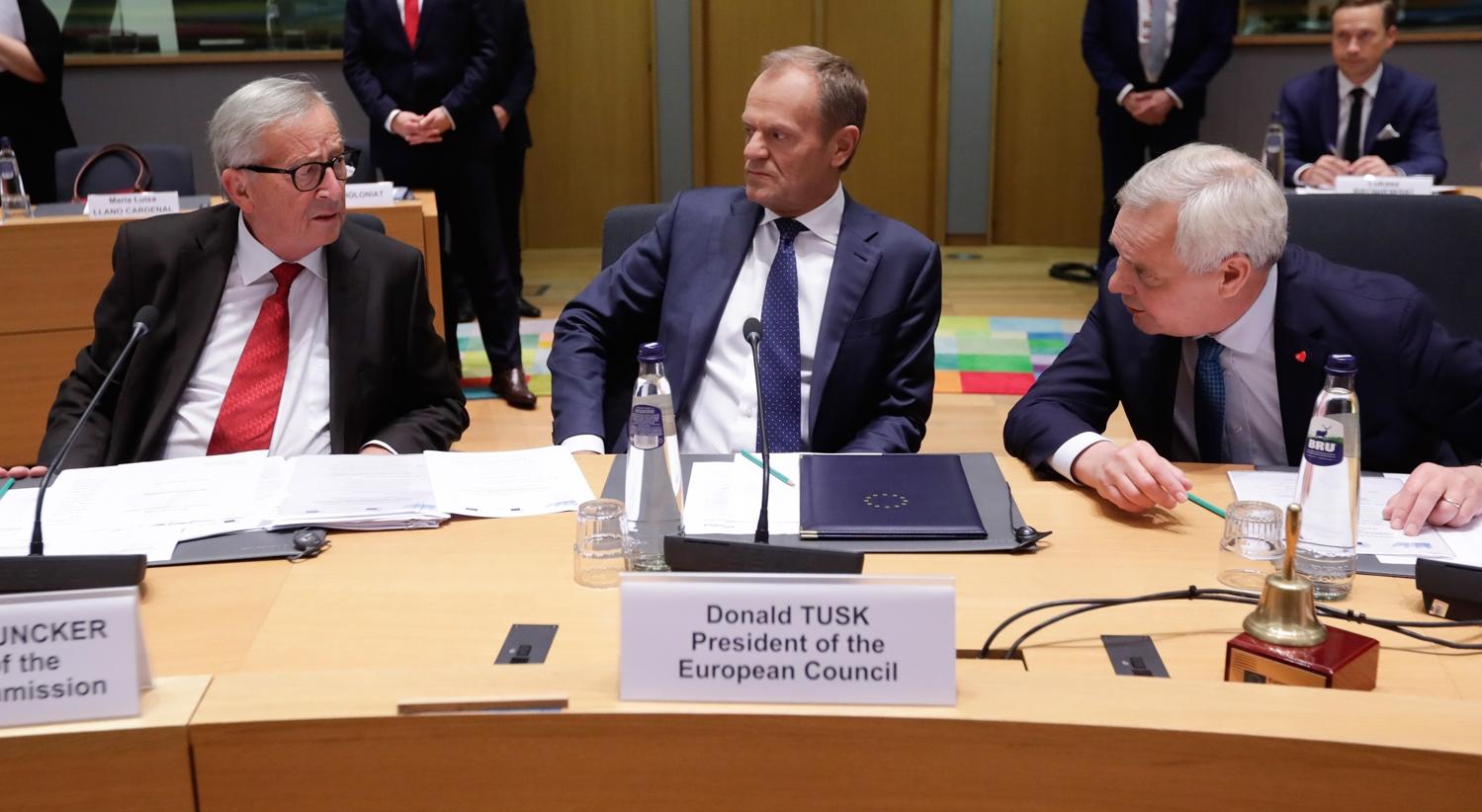 """Brexit. Bases do acordo estão """"prontas"""", diz Tusk"""