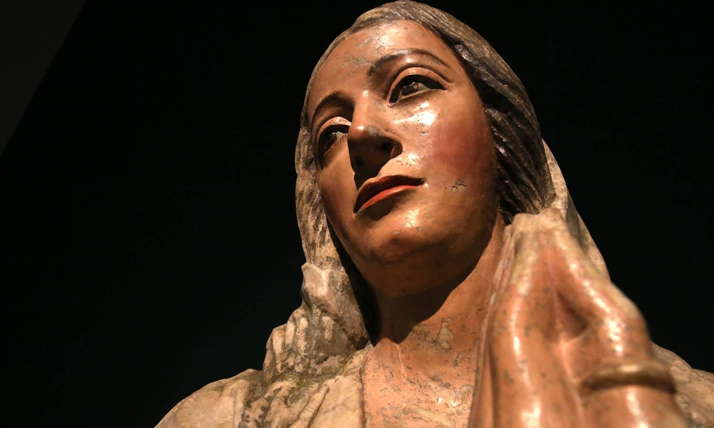 Virgem e o Menino. Séc. XVI. Pedra policromada