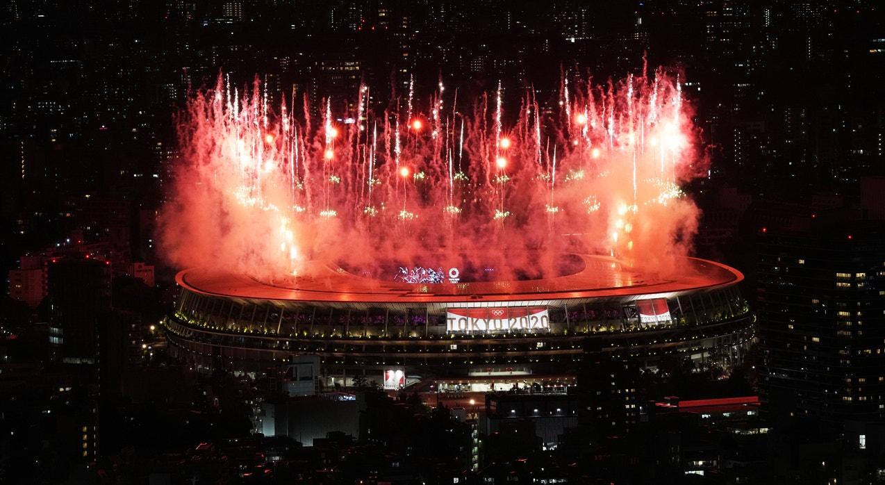 Equipa portuguesa avança com Telma Monteiro e Nelson Évora empunhando a bandeira portuguesa | Marko Djurica - Reuters