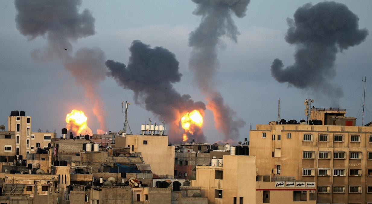 Territórios Israel-Palestinianos. Bombardeamentos na faixa de Gaza nos ultimos dias do Ramadão | Ibraheem Abu Mustafa - Reuters