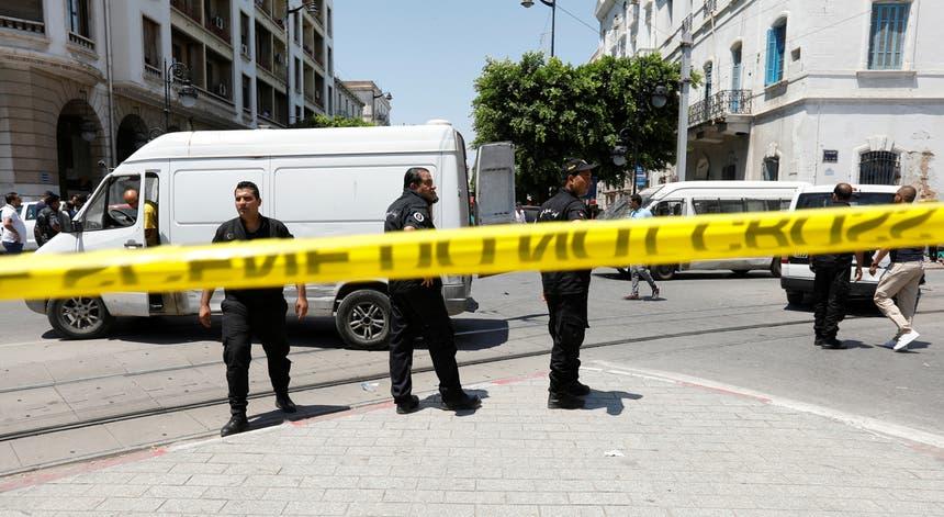 A polícia isolou os locais dos atentados de quinta-feira 27 de junho de 2019, em Tunes, capital da Tunísia