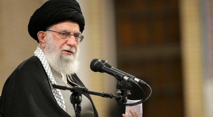 """""""O importante é acabar com a presença degradante da América na região"""", disse o líder supremo iraniano"""