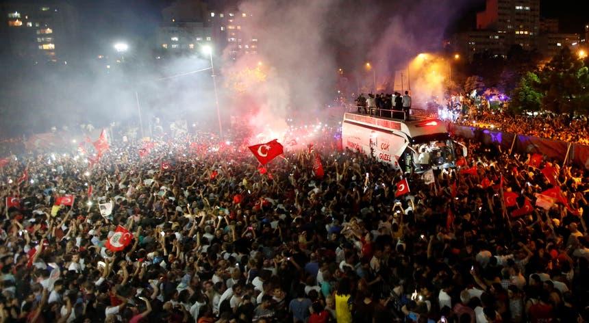 A eleição na grande metrópole de Istambul foi repetida três meses após as municipais de 31 de março
