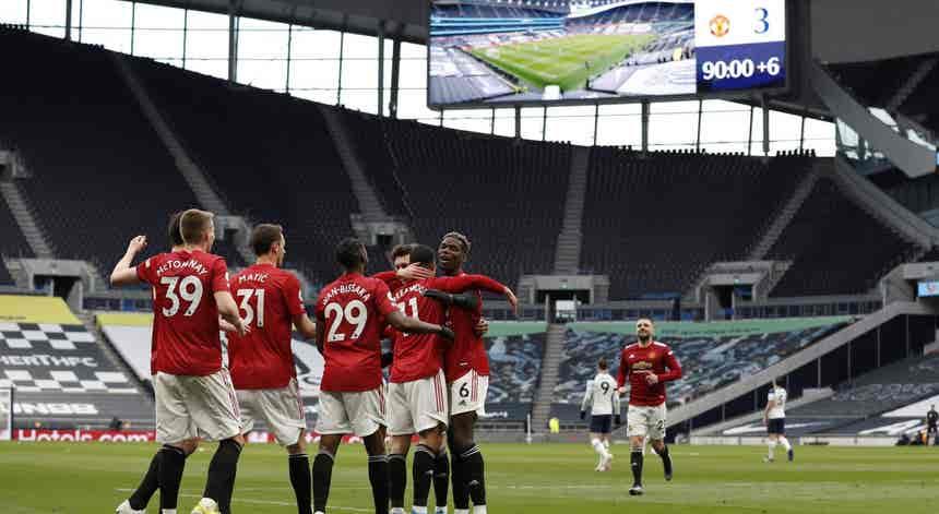 Mourinho perde com Manchester United e Tottenham fica mais longe da `Champions`