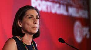 """Ana Catarina Mendes convoca esquerda na resposta à """"emergência"""" pandémica"""