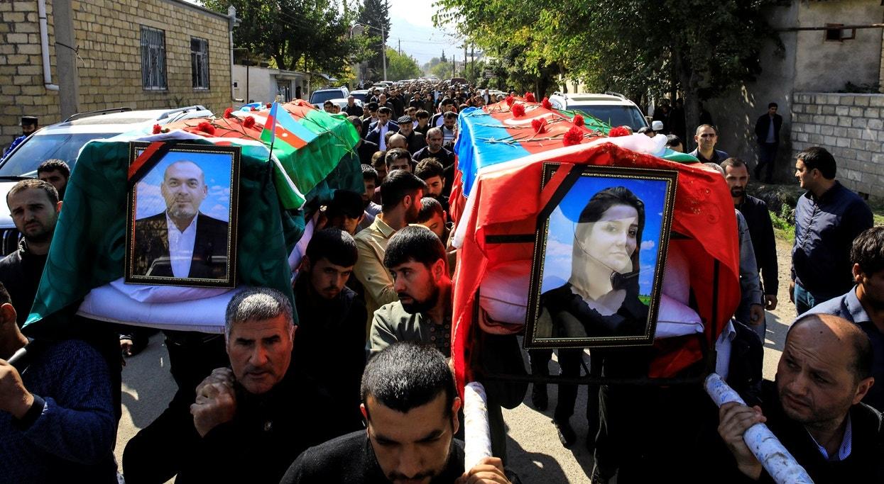 Cidade de Shamkir, casal vítima de bombardeamento   Umit Bektas - Reuters