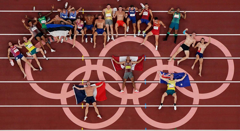 Os atletas de Decatlo posam para uma foto de grupo após competirem.   Foto: Fabrizio Bensch - Reuters