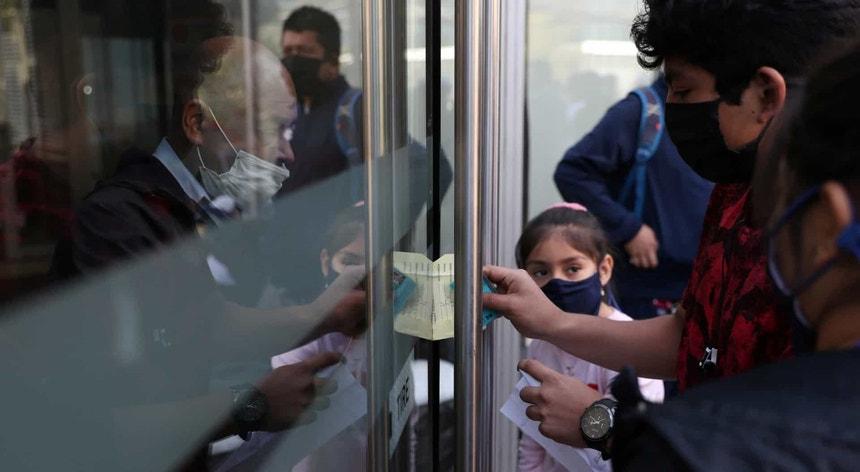 Os peruanos procuram adaptar-se à nova realidade imposta pela pandemia