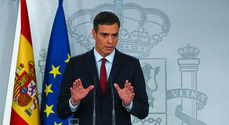 O presidente do Governo espanhol, Pedro Sánchez, anunciou este sábado a mudança do sentido de voto