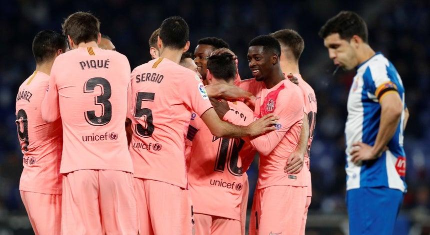 Barcelona vence dérbi com o Espanyol e reforça liderança em Espanha ... 581b3f87b2a51