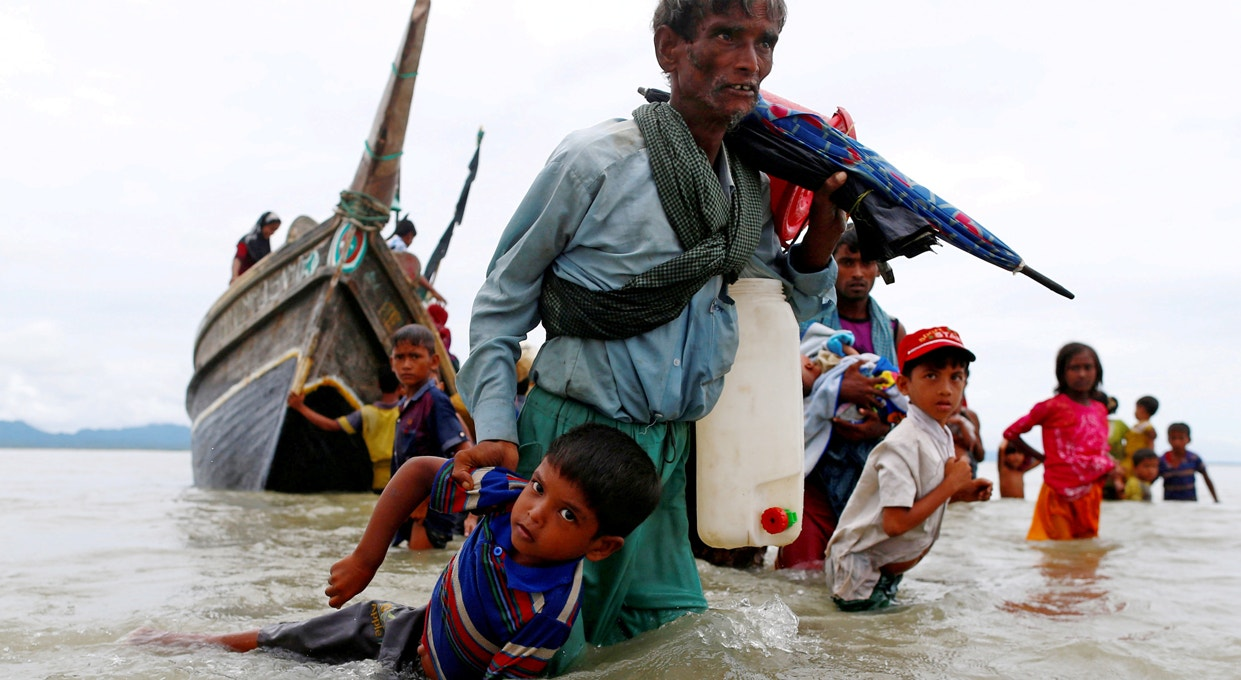 Refugiados Rohingya atravessam fronteira entre Bangladesh-Myanmar | Danish Siddiqui - Reuters