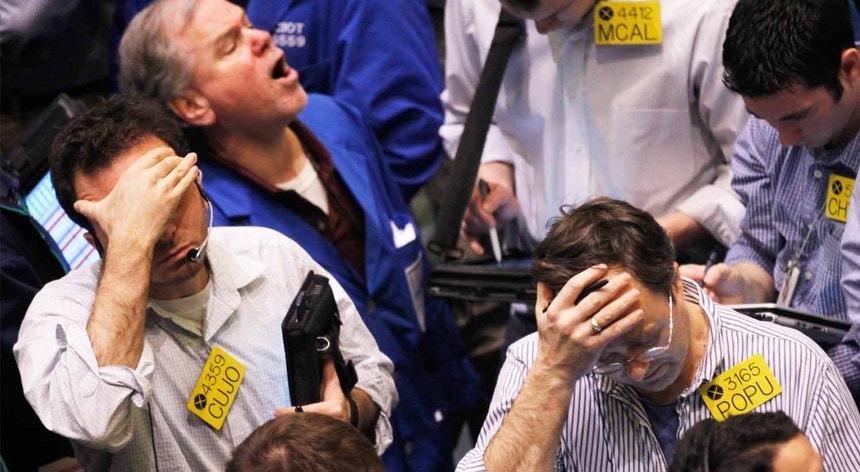 Corretores na Bolsa de Wall Street, em 2011