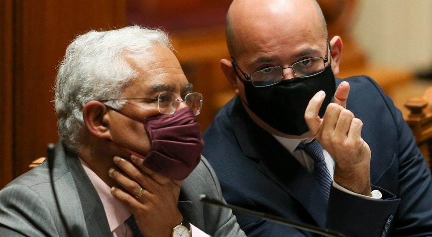 """""""Tudo faremos para que aqueles que quiseram brincar com o fogo não queimem o país"""", afirmou António Costa"""