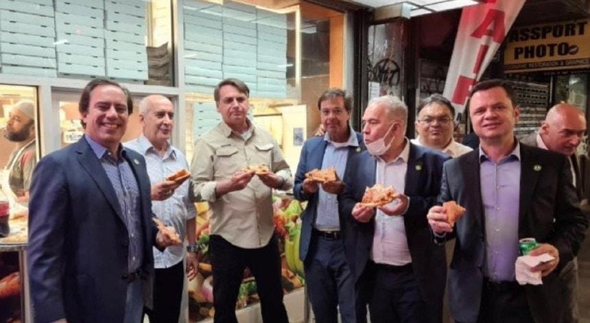Comitiva de Bolsonaro, com Marcelo Queiroga, janta frente à sede das Nações Unidas