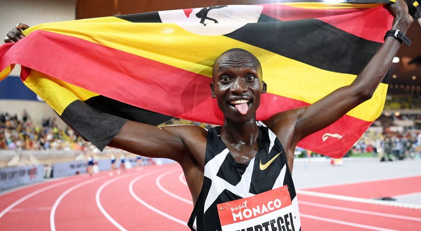 Joshua Cheptegei é o novo recordista do mundo dos 5000 metros