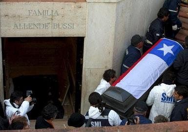 A nova autópsia ao corpo de Allende pretende apurar as circunstancias exactas em que morreu o ex-presidente chileno