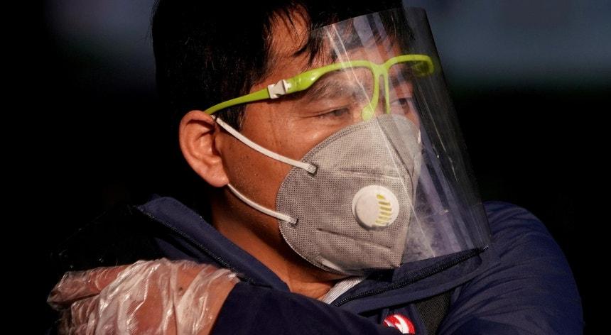 Os chineses continuam a cumprir regras rigorosas de proteção