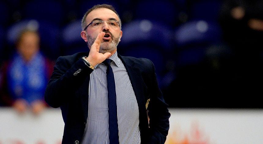 Moncho Lopez vai para a 11.ª época como treinador da equipa principal de basquetebol do FC Porto