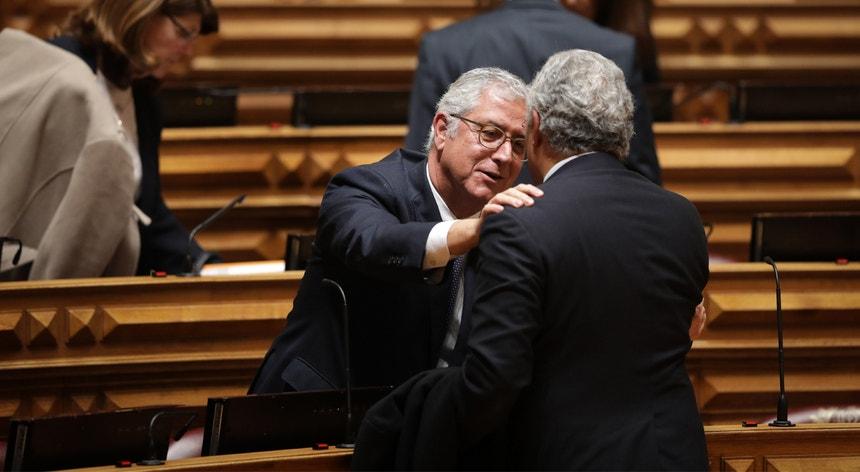 """O novo líder parlamentar do PSD prometeu uma """"oposição responsável, construtiva e firme"""""""
