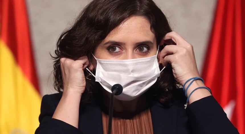 A presidente da comunidade de Madrid, Isabel Díaz Ayuso, anunciou esta sexta-feira as medidas de exceção que vão abranger 858 mil dos habitantes da região