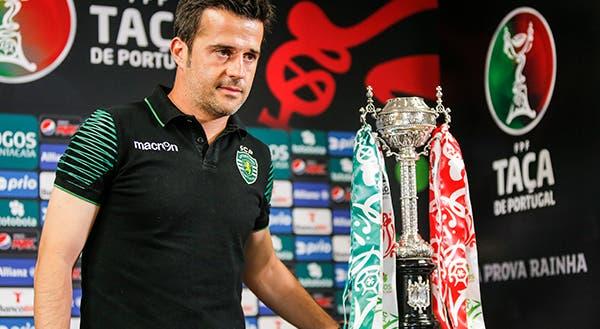 Marco Silva com a Taça de Portugal