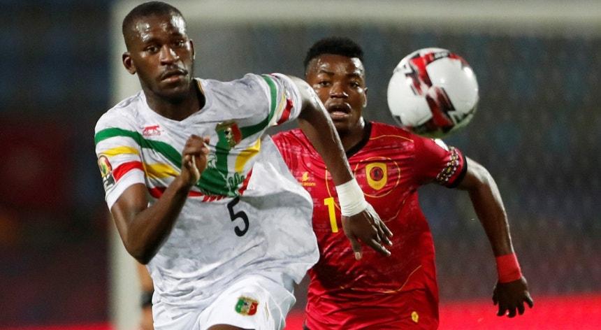Gelson Dala ao serviço da seleção de Angola