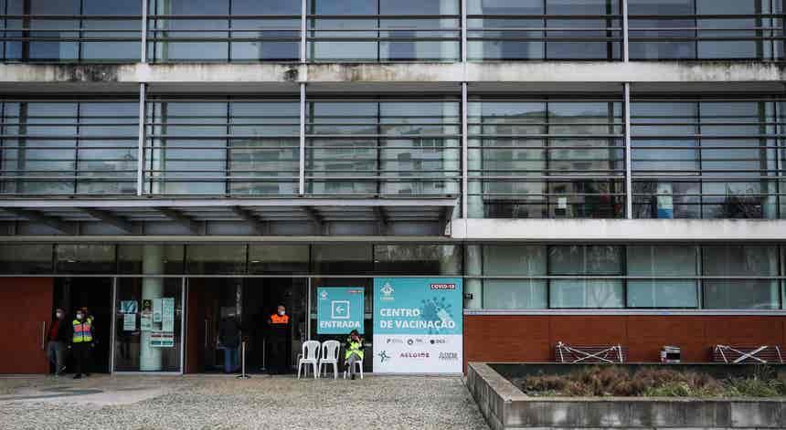 Dúvidas sobre os critérios de vacinação usados na região de Lisboa e Vale do Tejo