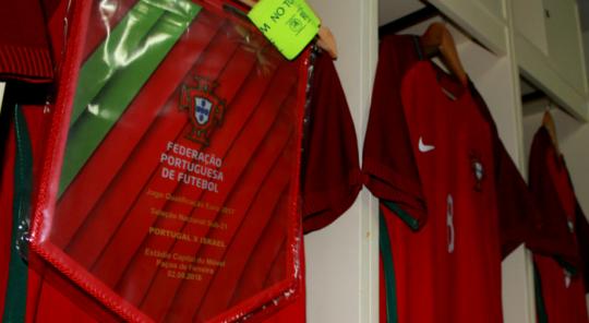 Equipamento de Portugal para o jogo com Israel