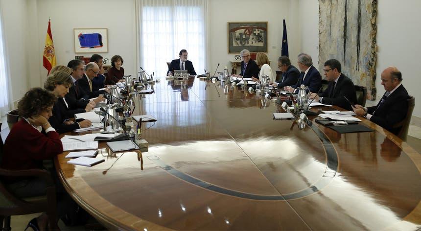 Mariano Rajoy à cabeça da reunião deste sábado do seu Executivo