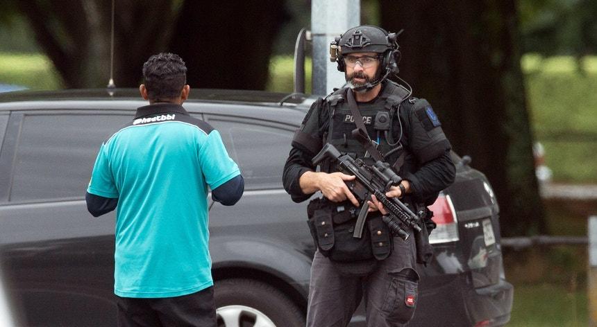 O ataque às mesquitas obrigou a polícia a uma ação rápida para tentar pôr cobro à violência