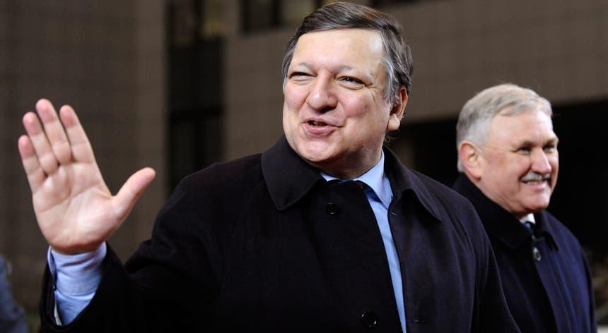 Uma carta datada de dia 30 de setembro de 2013 revela que Durão Barroso se reuniu com dirigentes do banco de investimento