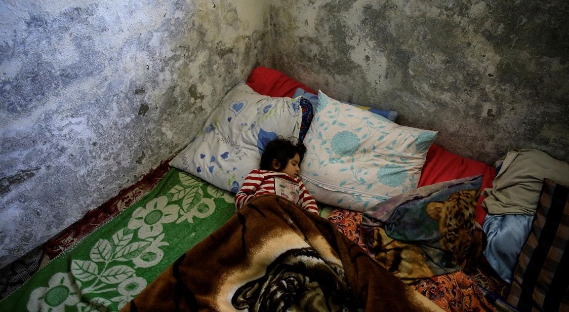 Criança dorme em abrigo   Umit Bektas - Reuters