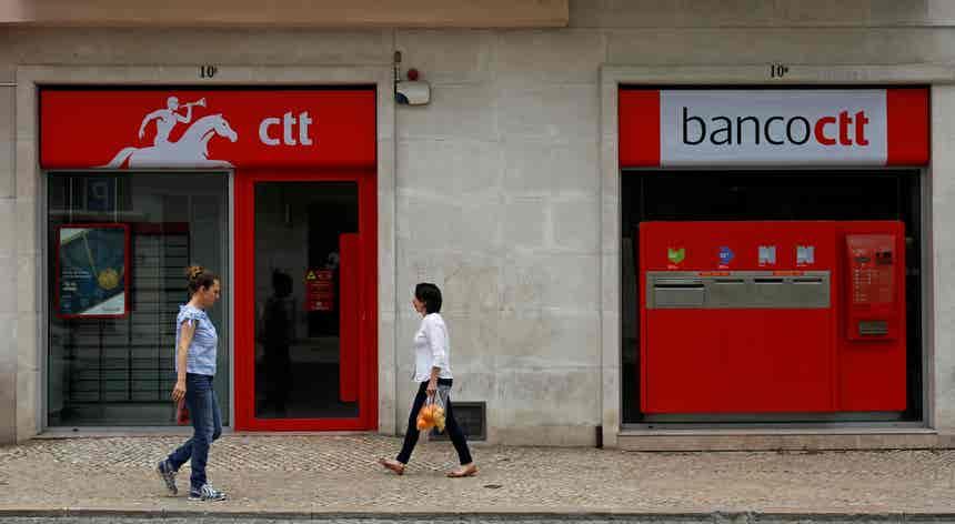 Greve dos trabalhadores dos CTT arranca com adesão de 92% em Lisboa