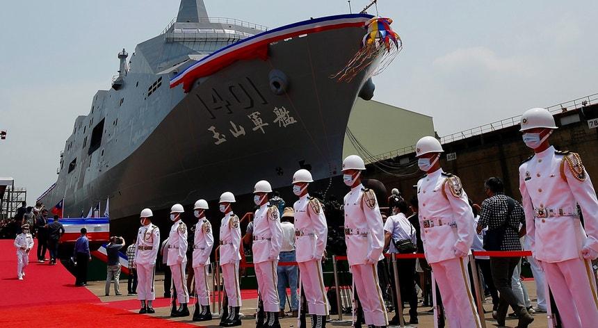 Membros da Guarda de Honra de Taiwan fotografados no lançamento de novos equipamentos para a Armada da ilha, em Kaohsiung