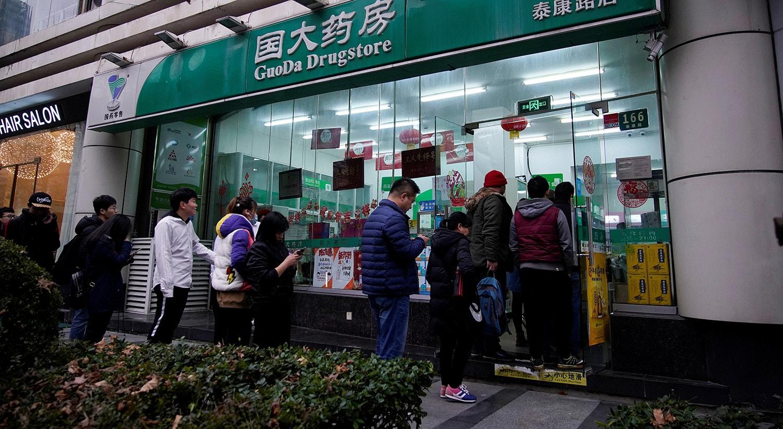 Fila para farmácia para comprar máscaras em Xangai | Aly Song - Reuters