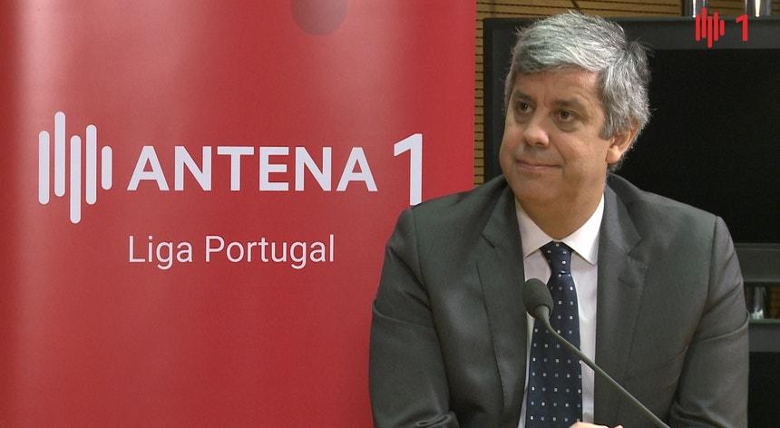 Mário Centeno confirma mexidas nos escalões do IRS em 2018, mas não para voltar a oito escalões