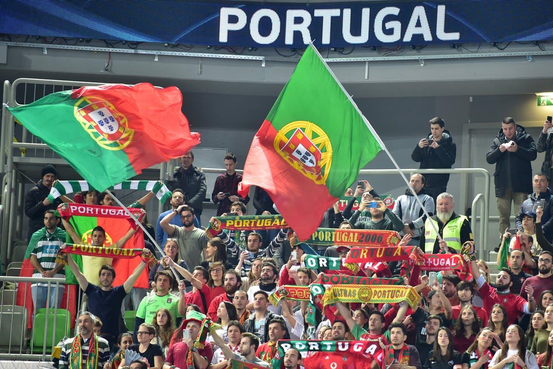 O apoio em Liubliana. As bandeiras que vieram de longe. (Fonte: Igor Kupljenik - EPA)