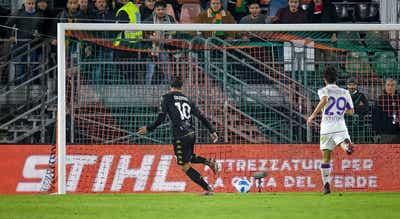 Veneza bate Fiorentina e deixa lugares de despromoção da Liga italiana