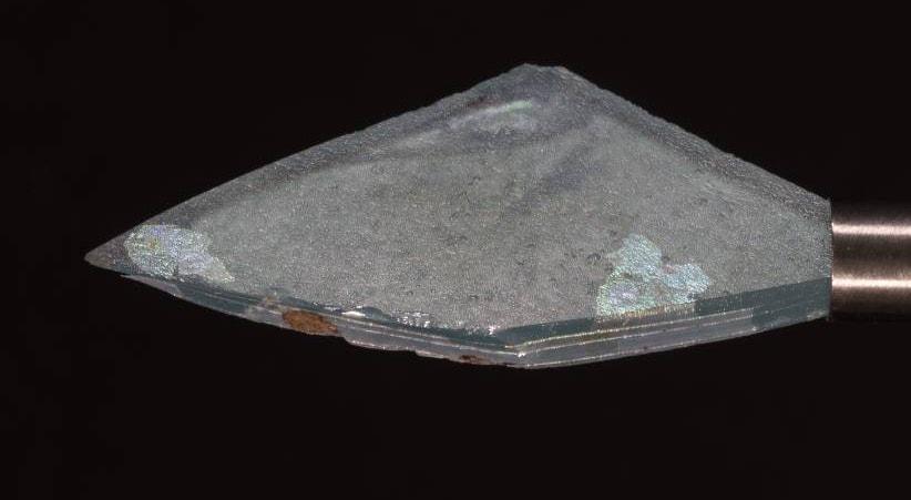 Fragmento de vidro de janela, associado a ricas casas romanas |  Nuno de Santos Loureiro - barlavento