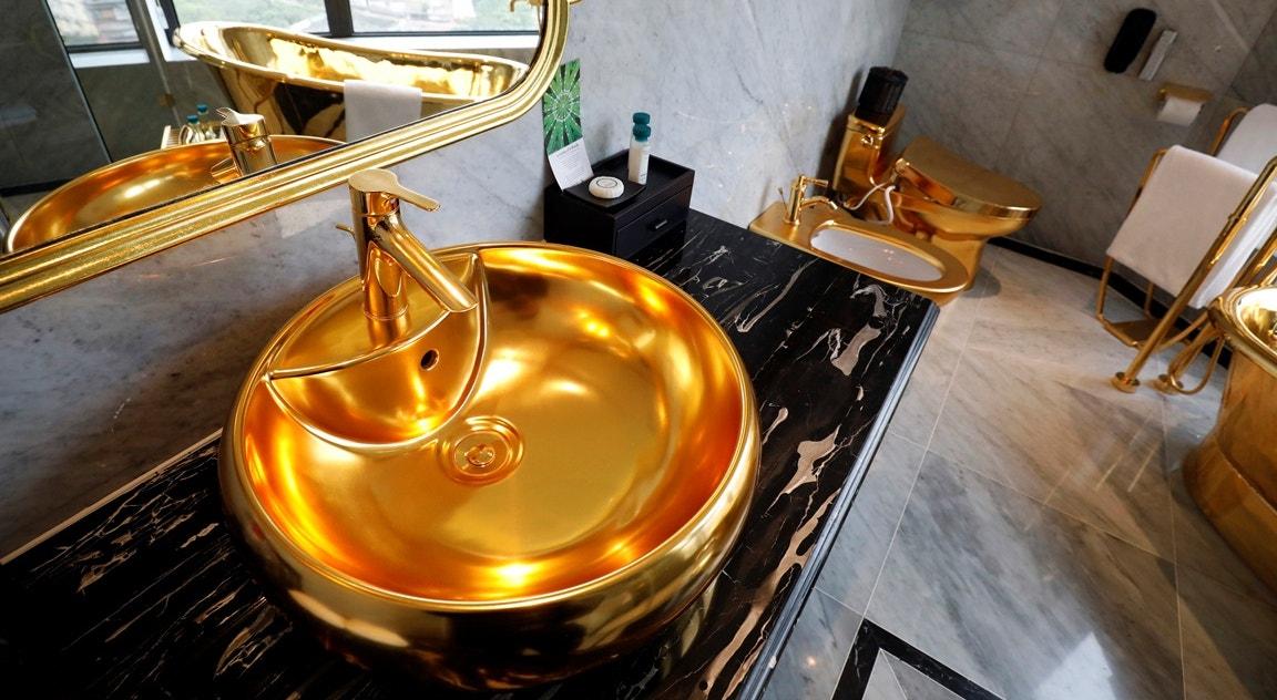 Casa de banho folheada a ouro   Nguyen Huy Klam - Reuters