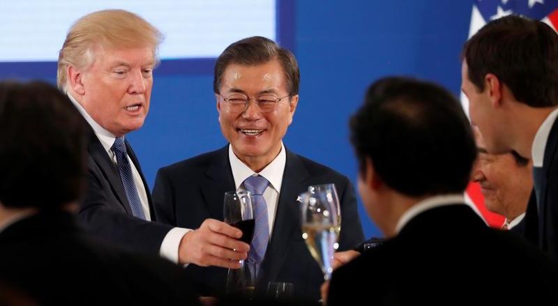 Donald Trump e Moon Jae-in durante a visita do Presidente norte-americano à Coreia do Sul, em novembro de 2017