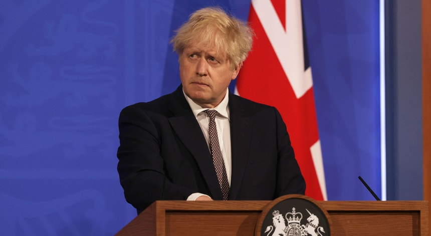 O primeiro-ministro Boris Johnson não descartou, na quinta-feira, a reintrodução de medidas regionais