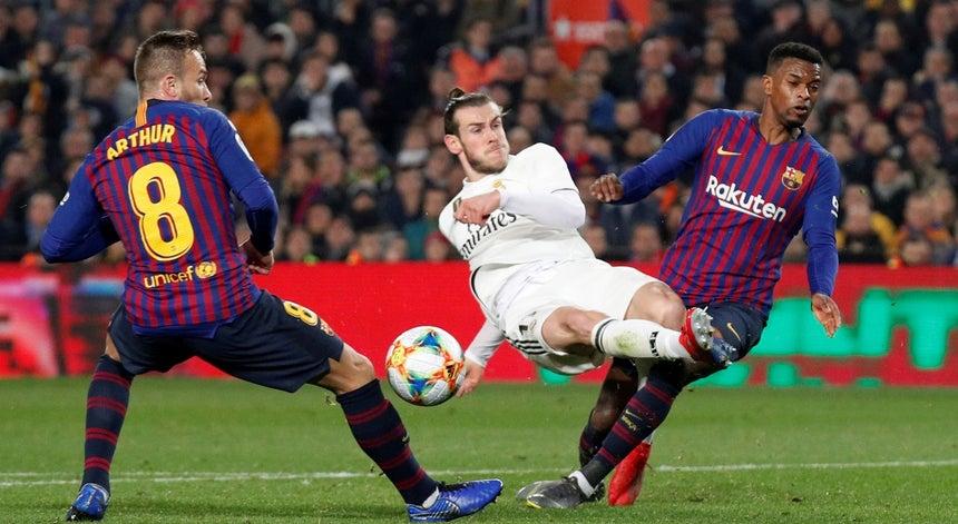fc36d17281675 Barcelona e Real empatam a uma bola - Futebol Internacional ...