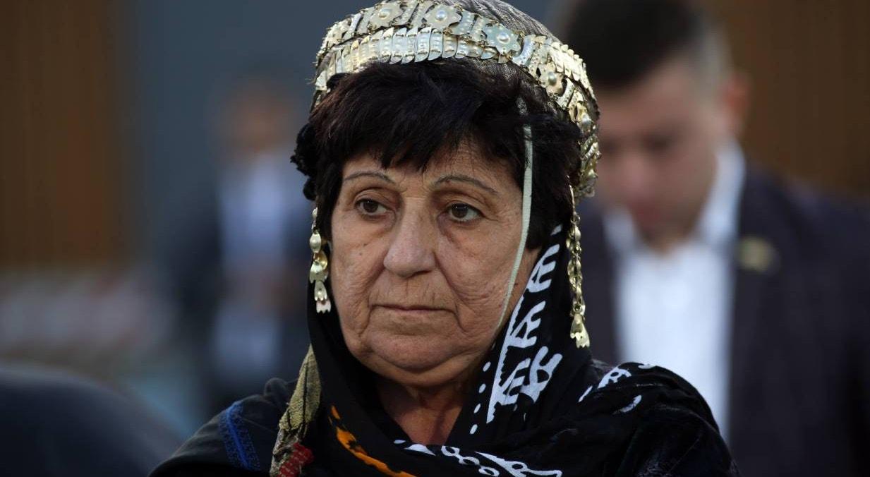 Erbil. Cristã curda assiste missa conduzida por Papa Francisco, no Estádio da cidade | Gailan Haji - EPA