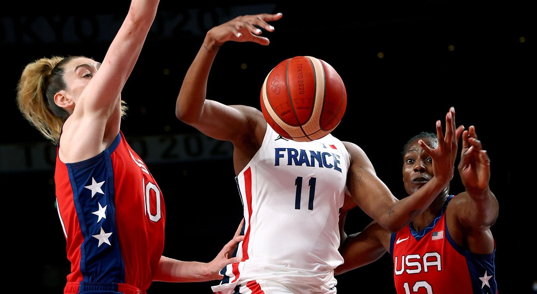 Fase de grupos de basquetebol feminino entre as equipas da França e Estados Unidos.   Foto: Brian Snyder - Reuters