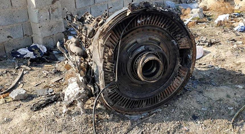 Imagem de destroços do avião abatido por dois mísseis iranianos