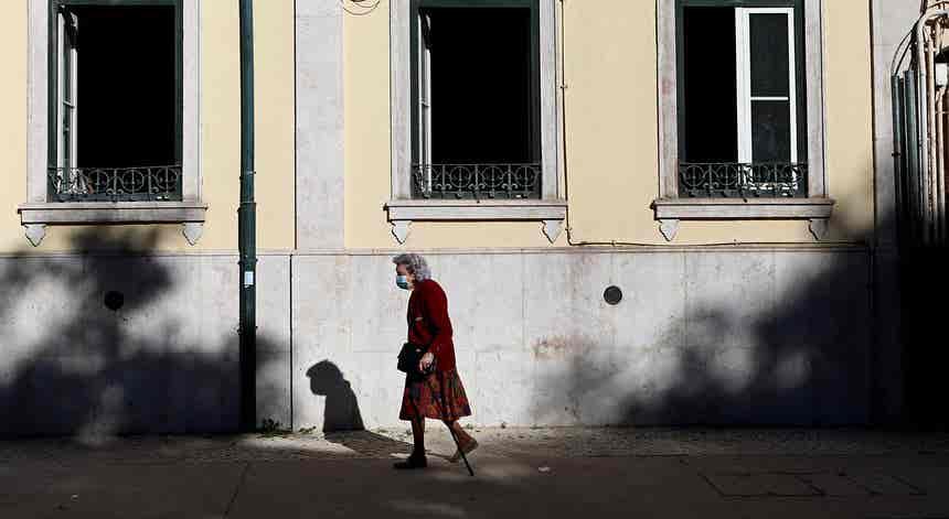 Portugal no top 10 dos países europeus com mais casos por 100 mil habitantes