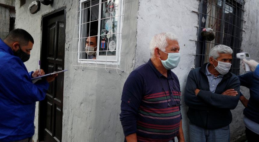 A Argentina está com dificuldade em travar os números da pandemia